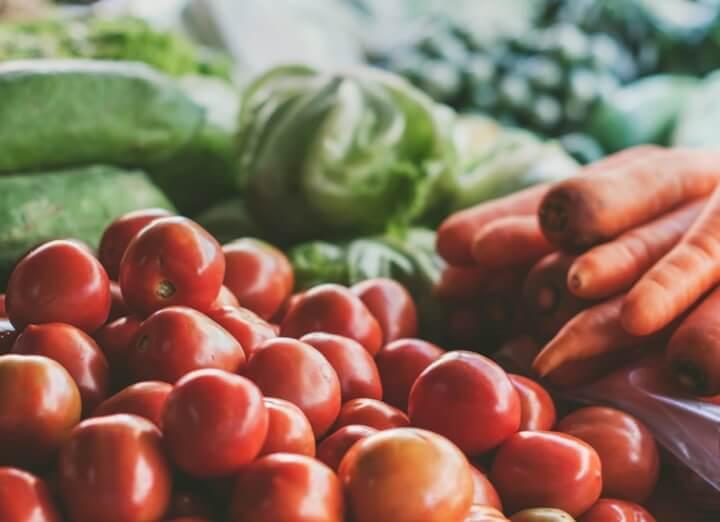 Bleka tänderna frukt och grönsaker